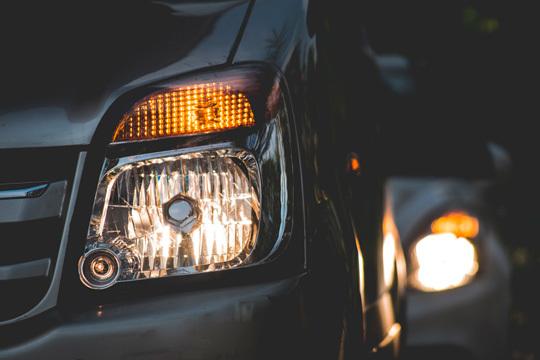 Mejora la visibilidad en carretera con un Pulido de faros + revisión de 35 puntos básicos de tu vehículo