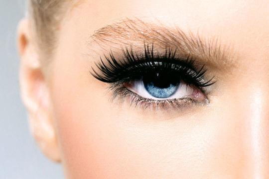 Resalta la expresión de tus ojos y seduce con la mirada ¡Olvídate de utilizar rimmel a diario!