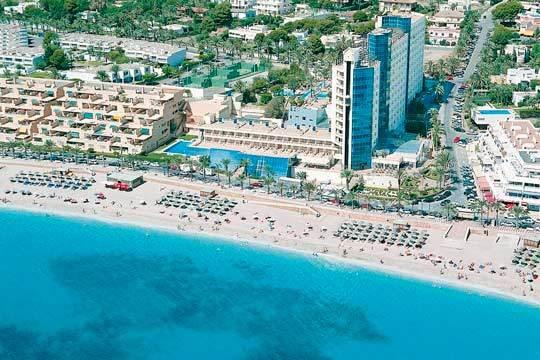 Vacaciones en familia en el mes de agosto en las playas de Almería ¡7 noches en pensión completa para 3 en el hotel Alegría Portomagno!