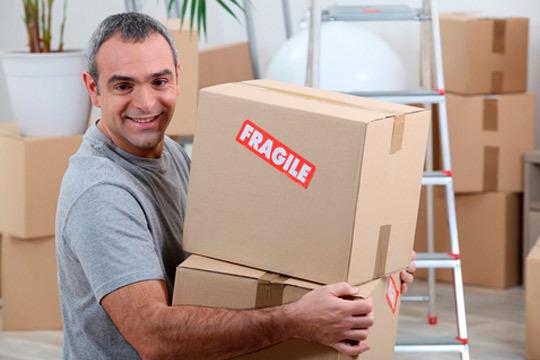 No te compliques para tu mudanza y alquila una práctica furgoneta y la ayuda de operarios ¡Será más rápido y más fácil!