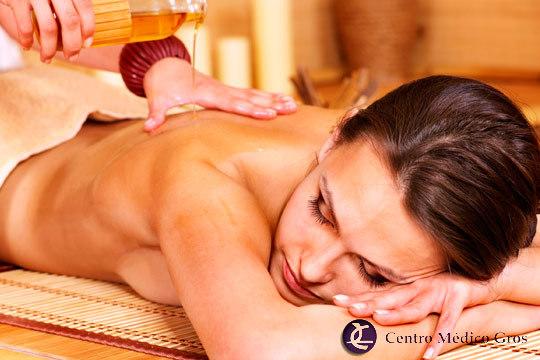 Dedica una sesión a cuidar tu cuerpo en el Centro Médico Gros con una exfoliación corporal con masaje con miel y heno