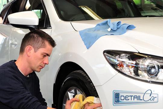 En Detailcar dejarán tu coche impoluto con una limpieza interior y exterior con encerado de carrocería ¡Con cera especial efecto brillo y retardador de la suciedad!