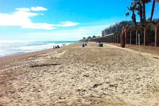 Disfruta de la playa en familia o entre amigos en Semana Santa con 4 noches en un apartamento de Marina Park en Oropesa