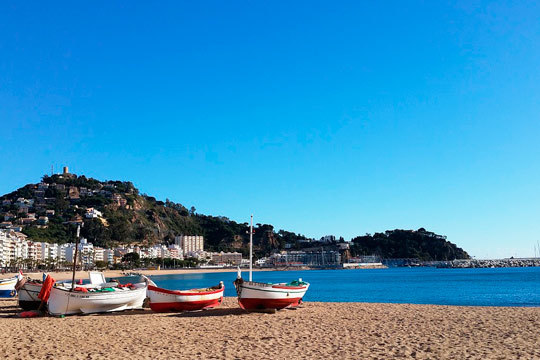 Disfruta de 3 inolvidables noches de descanso y playa en Blanes en el hotel Stella Maris ¡En media pensión!