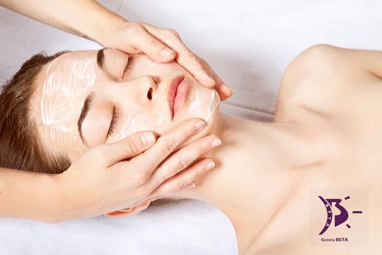 Presume de una piel perfecta con una higiene facial de 9 pasos que incluye diagnóstico, exfoliación, extracción, mascarilla y más en la Academia de Peluquería y Estética Beta ¡Estarás radiante!