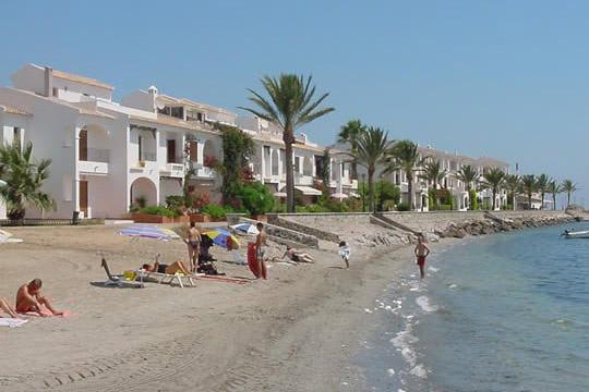 ¡Relájate en La Manga del Mar Menor! Elige entre 4 o 7 noches en apartamentos situados muy cerca de la playa