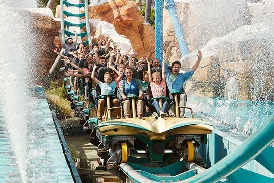 ¡Máxima diversión para el puente de mayo! 3 noches en régimen de media pensión en Salou + 2 entradas por persona para los parques de PortAventura y FerrariLand