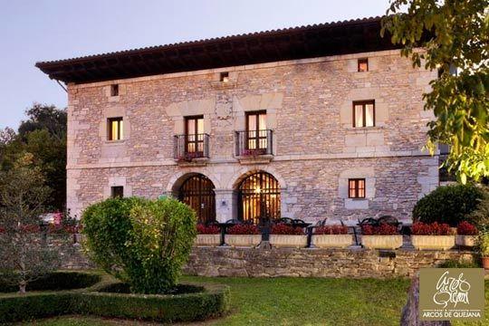Noche con desayuno en el hotel Los Arcos de Quejana ¡Escapada rural al corazón del País Vasco!