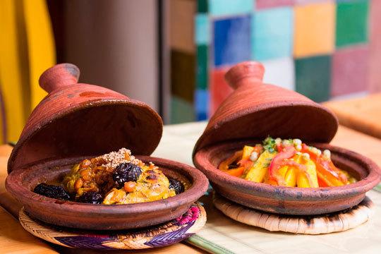 Menú con aperitivo, entrantes, plato principal, postre, té y bebida en el Restaurante Árabe Del Norte HalaL