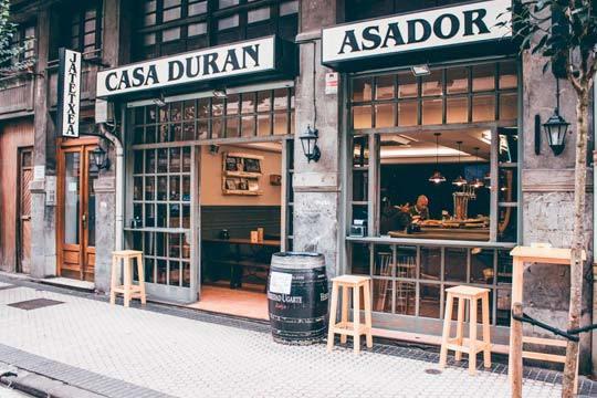 Descubre la deliciosa gastronomía de Casa Durán con un menú especial con suculentos bocados, postre y bebida ¡La perfecta fusión de tradición y modernidad!