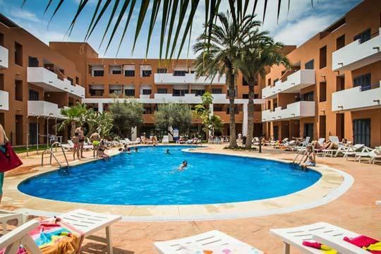 Viaja con tu familia a la magnífica costa de Almería y despreocúpate de todo gracias al régimen de pensión completa ¡Disfruta el verano como nunca!