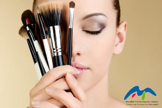 Descubre cómo sacarte el máximo partido en una Beauty Party ¡Incluye teoría, práctica, maquillaje y almuerzo!