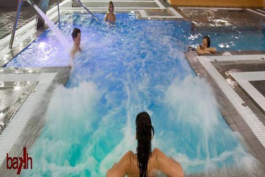 Colectivia circuito spa de 90 minutos acceso de 1 d a a for O2 piscinas sevilla