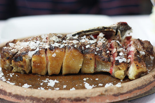 Disfruta de un auténtico menú de sidrería en Zabala Jatetxea de Hondarribia