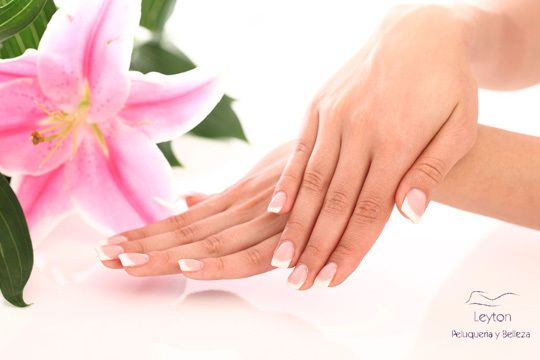 Luce unas manos bonitas con una manicura en color o francesa en el centro Leyton