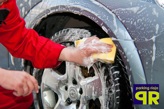Lavado exterior y/o interior de coche + 2 o 4 horas de aparcamiento en el Párking Avenida España ¡Tu coche, como nuevo!