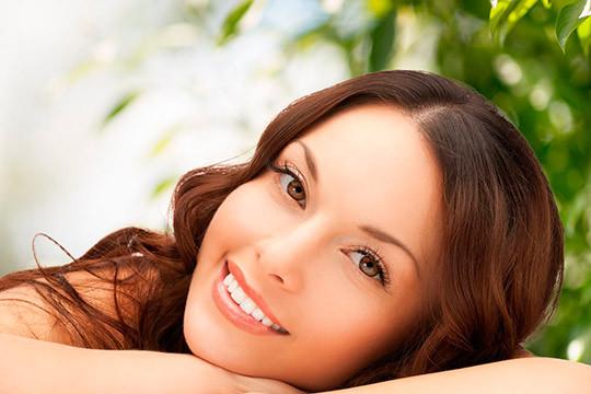 Luce tu mejor imagen con un completo tratamiento de belleza con Higiene facial + Diseño de cejas + Arreglo de labio ¡Ponte guapa!
