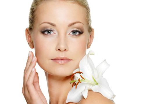 Rejuvenece tu rostro con 1 o 3 sesiones de mesoterapia facial con ácido hialurónico + tratamiento facial de células madre, polvo de diamante o reafirmante