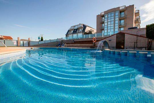 En Semana Santa descubre la costa gallega con la estancia de 4 noches con desayunos en el hotel Brisa da Lanzada