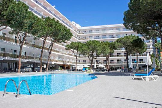 Relájate a orillas del mar en Salou con 4 o 5 noches en el hotel Oasis Park de 4* en régimen de pensión completa ¡Para que no te tengas que preocupar de nada!
