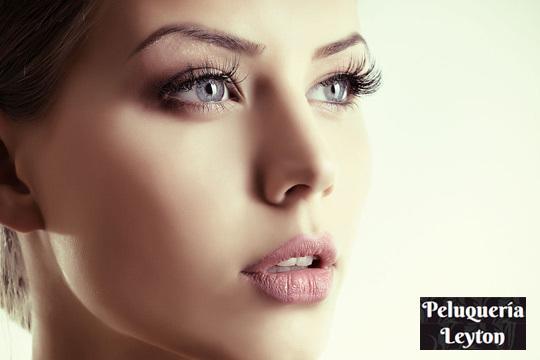 Consigue una mirada espectacular con una sesión con permanente + tinte de pestañas + arreglo de labio y cejas en Leyton