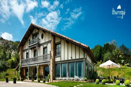 Vive una escapada inolvidable en el hotel Iturregi en Getaria ¡Relájate entre viñedos de Txakoli
