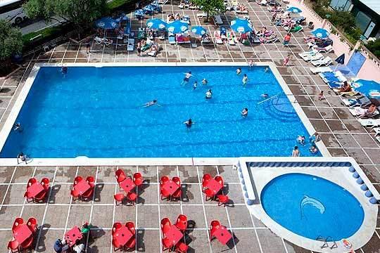 Del 13 al 17 de abril disfruta en familia de la Costa Dorada con 4 noches en el hotel Top Molinos Park en pensión completa para 2 adultos + 2 niños