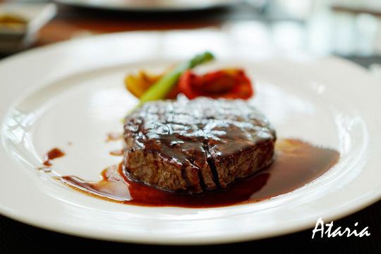 ¡Cocina tradicional en el anillo verde de Vitoria! Menú con entrantes, carne a la brasa o pescado, postre y bebida en Asador Ataria