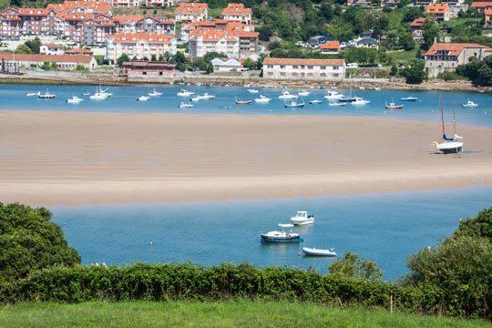 2 noches con desayunos y cenas en la Posada de la Ceña ¡Déjate seducir por el mar y la montaña de Cantabria!