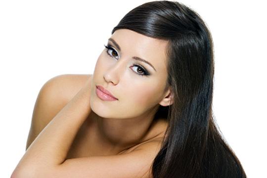 Luce una melena lisa y sin encrespamiento con el tratamiento de exoplastia de la peluquería Fevestylistas