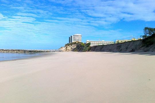 Magníficas playas, gran patrimonio histórico y una vegetación que te enamorará. Pasar las vacaciones en esta zona te garantiza descanso y diversión a partes iguales.