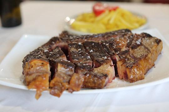 Disfruta de un exquisito menú en el restaurante Etxeko ¡Con txuletón gallego a la brasa, postre y bebida!