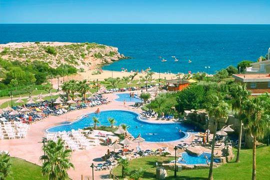 Disfruta de la playa de Tarragona en un hotel 4* ideal para familias y en régimen de media pensión o pensión completa ¡Relájate al lado del mar!