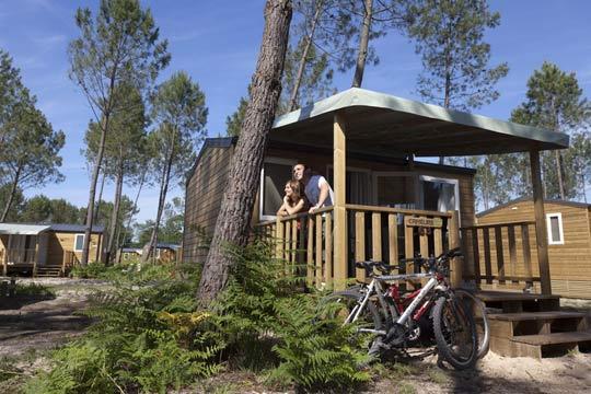 En el puente de mayo disfruta de una escapada sin igual a Las Landas ¡En bungalow para 2 o 4/6 personas en el camping Fram Nature*****, un nuevo concepto de vacaciones!