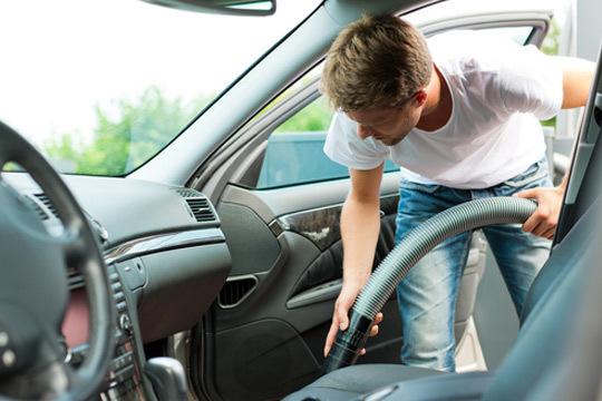 ¡Presume de coche impoluto sin esfuerzo en Lavacoches Urrundi! Completa limpieza interior de coche, con opción a lavado exterior y limpieza de carrocería