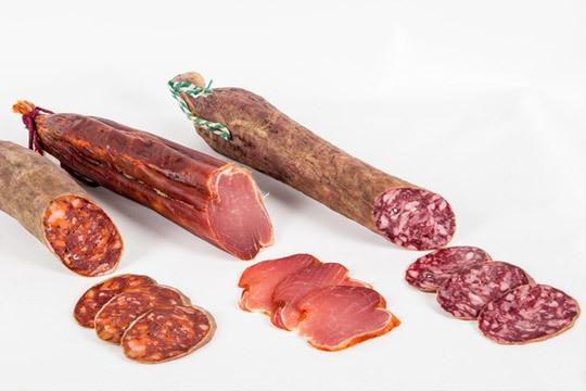 Lomo, salchichón y chorizo ibérico de bellota o de cebo ¡Elige el lote que prefieras y degusta las mejores viandas de Salamanca!