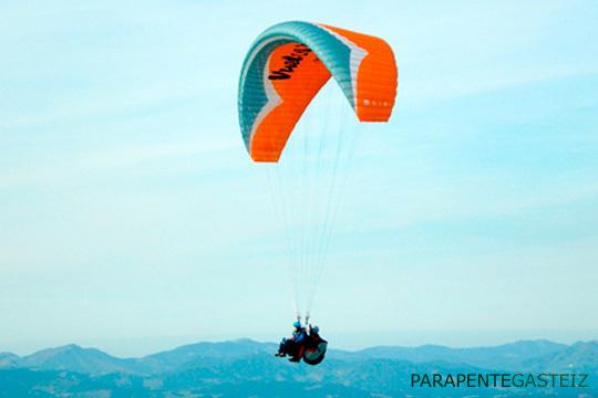 Vive una experiencia inolvidable sobrevolando el cielo en un parapente en pareja ¡Un recuerdo para siempre!
