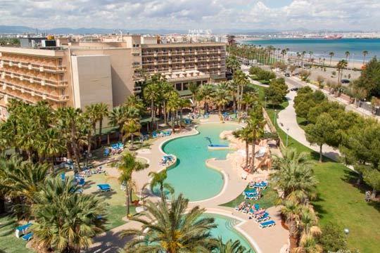 Del 13 al 17 de abril disfruta de unas vacaciones en La Pineda con 4 noches  en todo incluido en el hotel Palas Pineda 4*