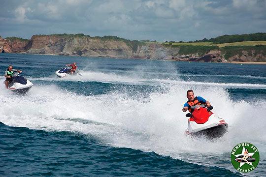Disfruta del verano y del mar con una hora de ruta de moto de agua por la Bahía de Hendaya ¡Para dos personas!