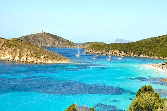 Visita Cerdeña este verano con un viaje en barco con posibilidad de embarcar coche + 7 noches de alojamiento en estudio