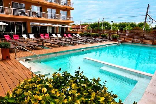 Esta Semana Santa relájate en Calella en un hotel cerca de la playa y con régimen de media pensión ¡Relax total!