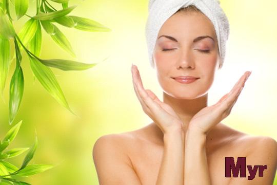 Luce un rostro cuidado en Estética Myr con una limpieza facial profunda y un tratamiento de ojos, cuello y escote