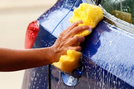 Luce coche impecable tras un lavado ecológico interior y exterior con desinfección por ozono en Car's Center
