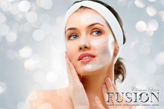 En el centro Láser Fusión Vitoria tu cutis quedará suave e hidratado con una limpieza facial con peeling y extracción