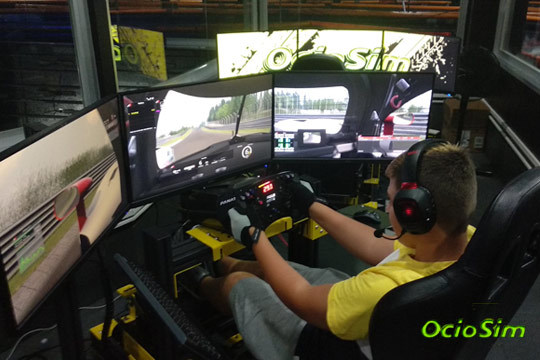Disfruta de los coches y la velocidad con 3 tandas de carreras virtuales de coches ¡Siente la adrenalina!