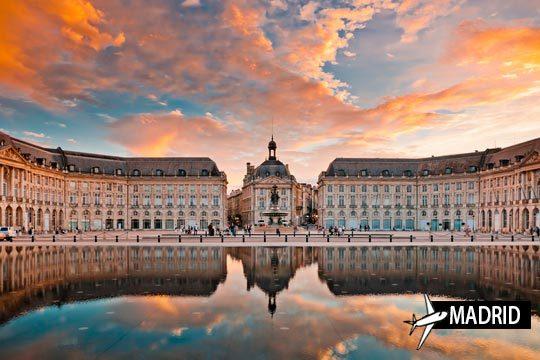 Déjate enamorar por el encanto de Burdeos con viaje de 3 noches en en Appart'City Bordeaux Centre*** ¡Cerca del centro histórico!