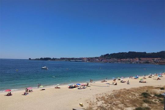 Piscina, monte, playa junto al hotel y todo lo que necesitas para disfrutar al máximo este verano te espera en Cangas de Morrazo ¡No esperes más para elegir tu viaje!