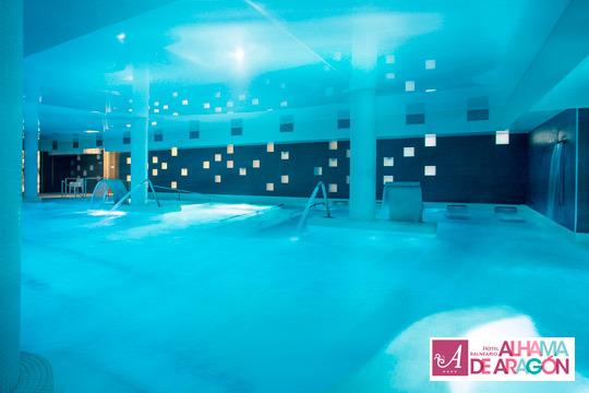 Disfruta de las propiedades del agua con una noche en el Hotel Balneario Alhama de Aragón con piscina termal, circuito de contrastes y comida o cena