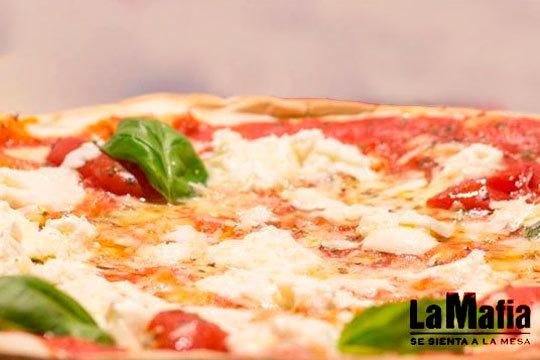 Elige tus pizzas favoritas para a recogerlas en 20 minutos en La Mafia ¡Y además incluye 2 refrescos!