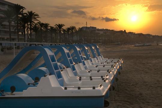 Disfruta de una Semana Santa de vacaciones en Tarragona en familia con la estancia de 4 noches en media pensión en el Gran Hotel Europe 4* de Comarruga ¡Para 3 o 4 personas!